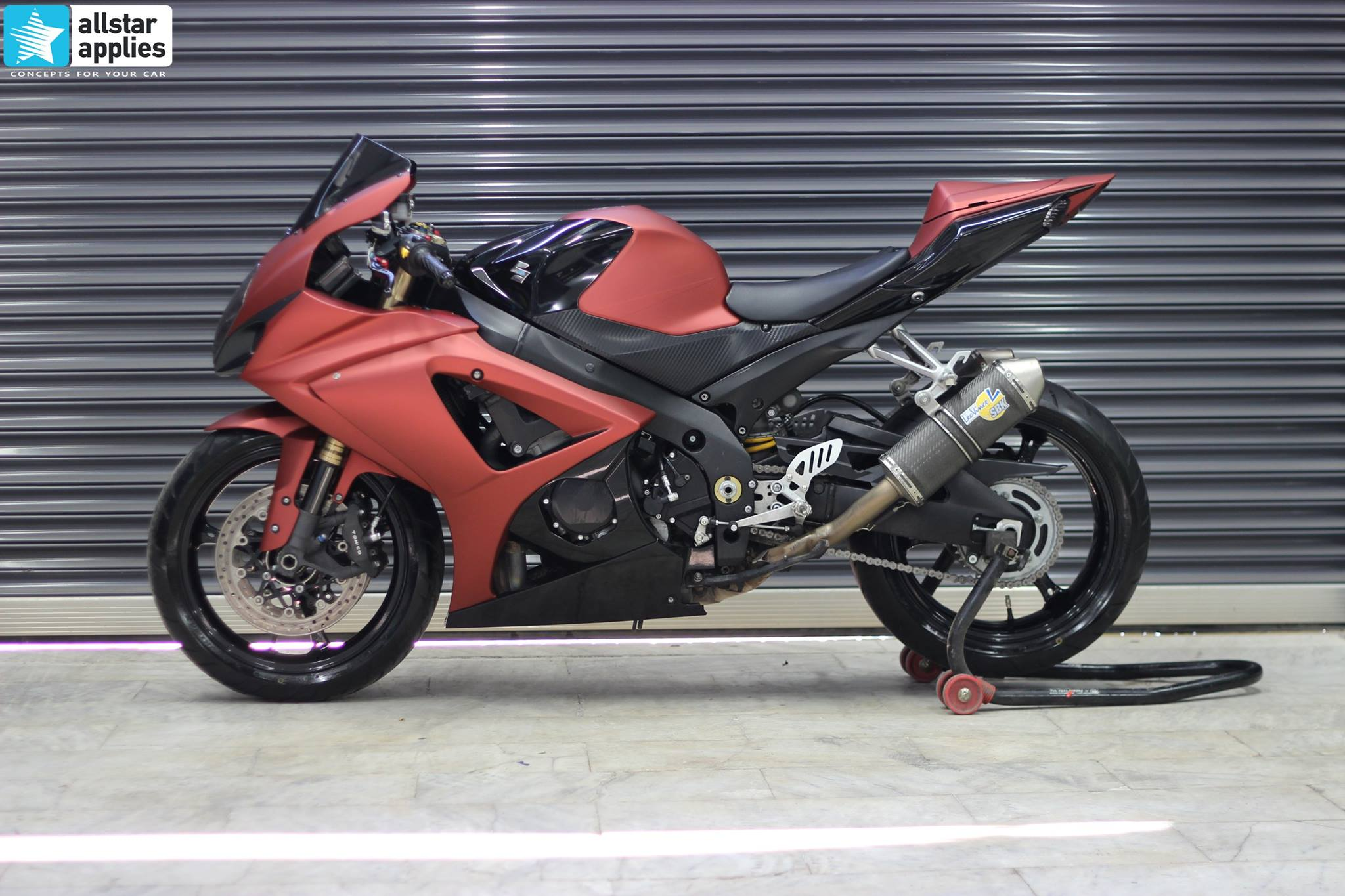 GSXR 1000 - Red Aluminium Matte + Black Gloss (1)