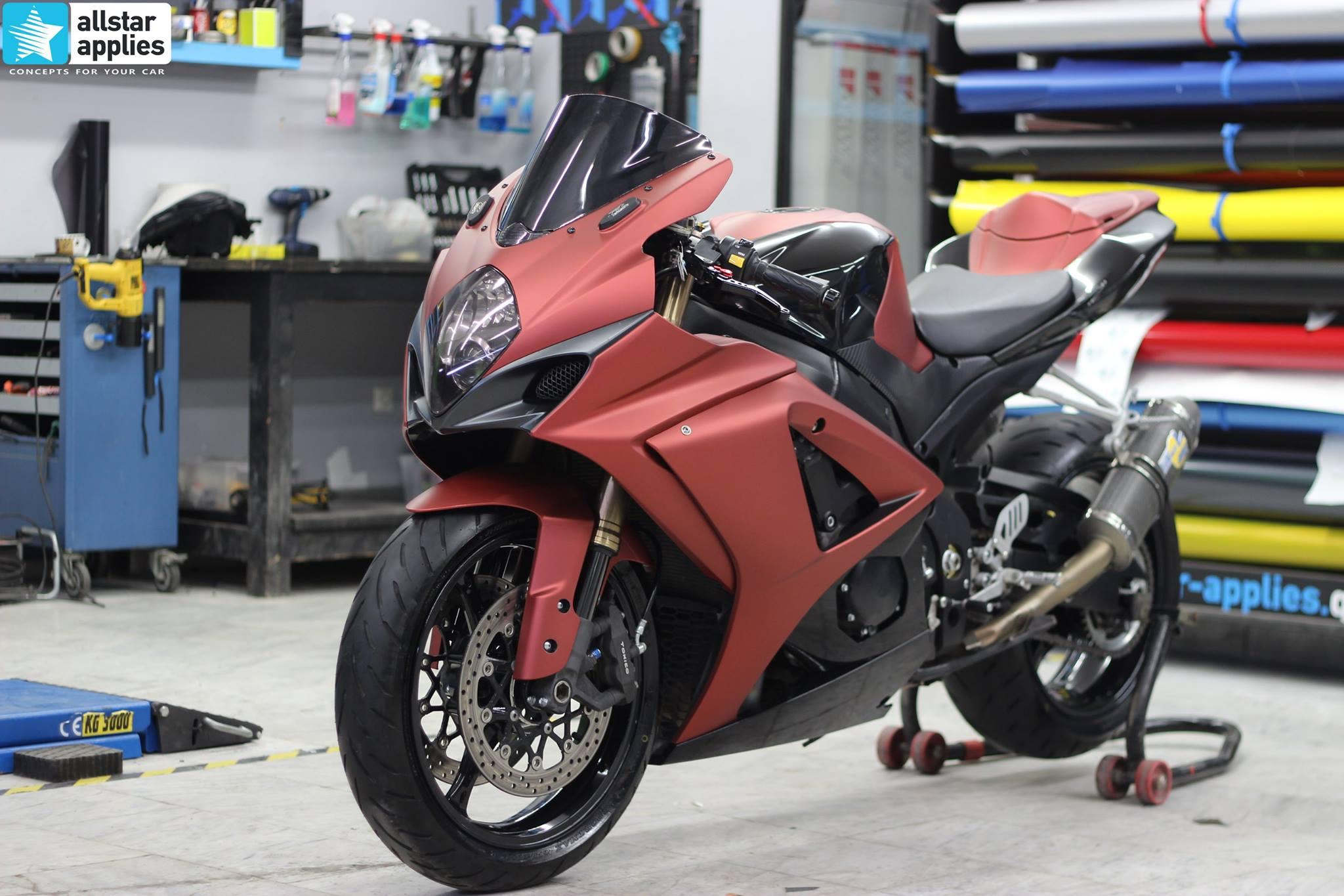 GSXR 1000 - Red Aluminium Matte + Black Gloss (2)