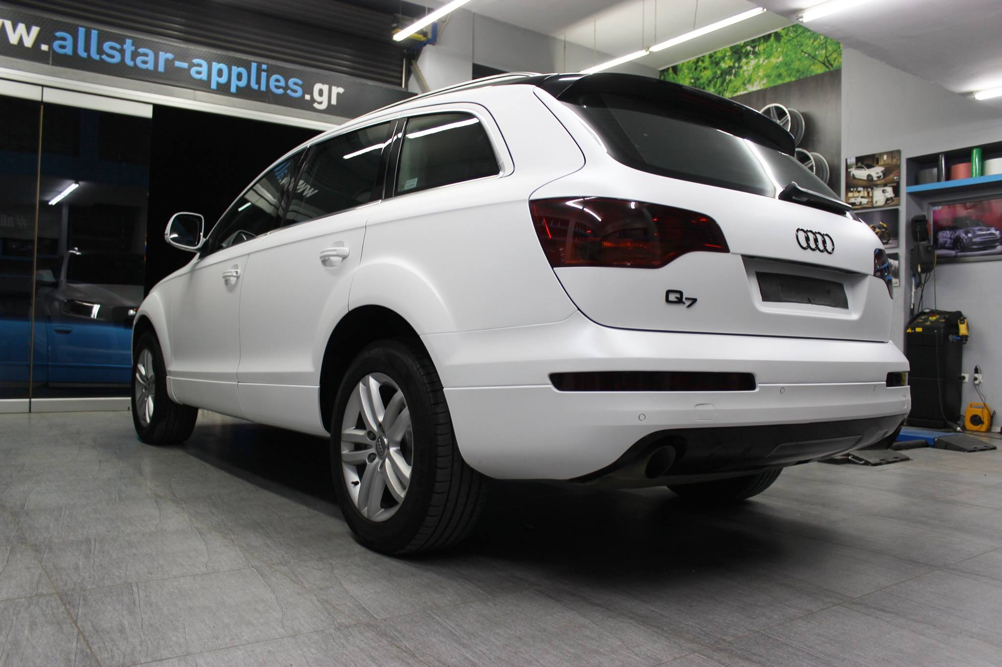 Audi Q7 - Matt Crystalline White (1)