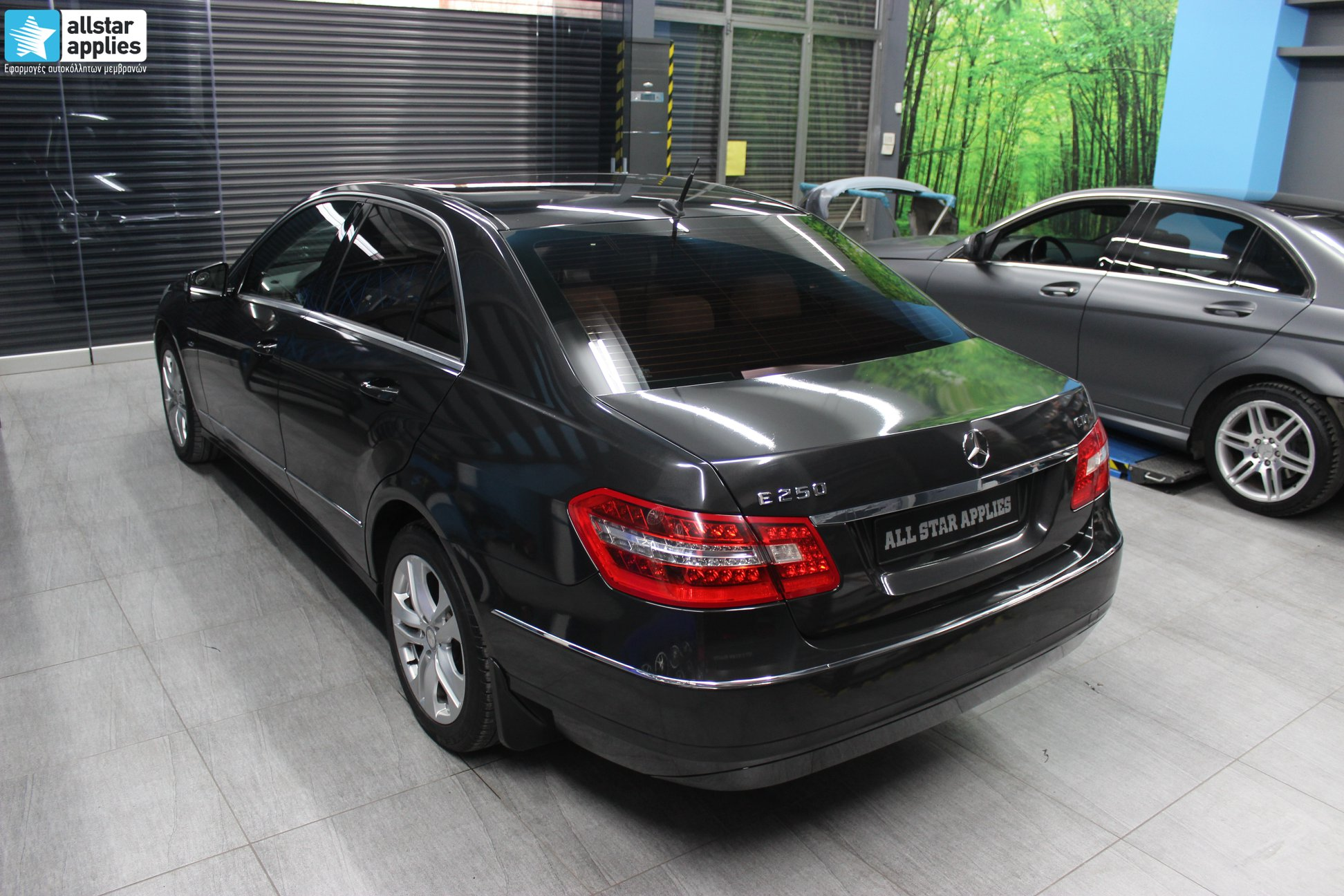 Mercedes E250 - Black Metallic (4)